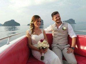 photo of wedding couple photoshoot